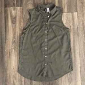 Sleeveless Button Down Work Shirt